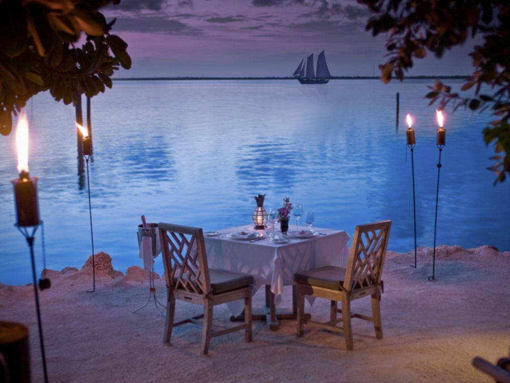 Dine offline in a romantic beach setting