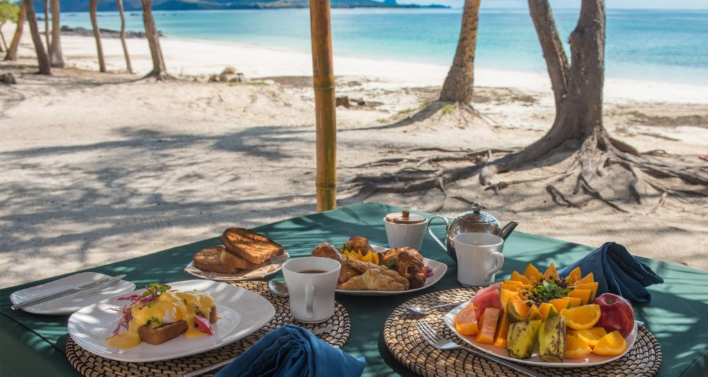 Offline breakfast on the beach